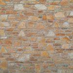 Colocar-un-revestimiento-de-imitación-de-piedra-en-el-salón-1920