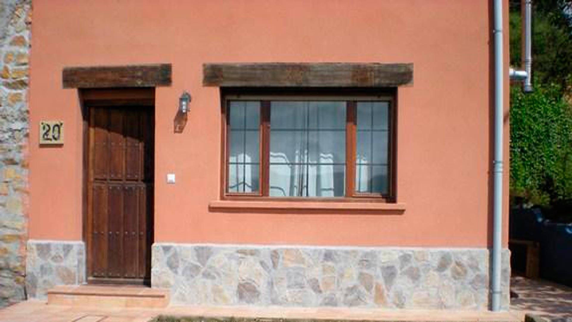 Colocar un z calo de piedra contra la humedad for Zocalo fachada exterior