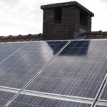 los-espanholes-se-lanzan-a-instalar-paneles-solares-1920